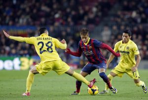 neymar-getting-past-two-villarreal-defenders